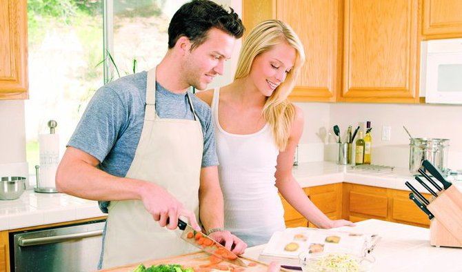 Cum il convingi sa te ajute la treburile casnice