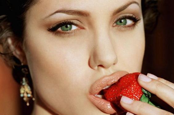 Buze sexy: riscurile dupa operatie
